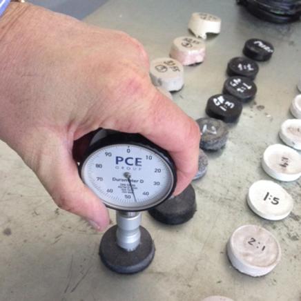 Manometer to measure hardness